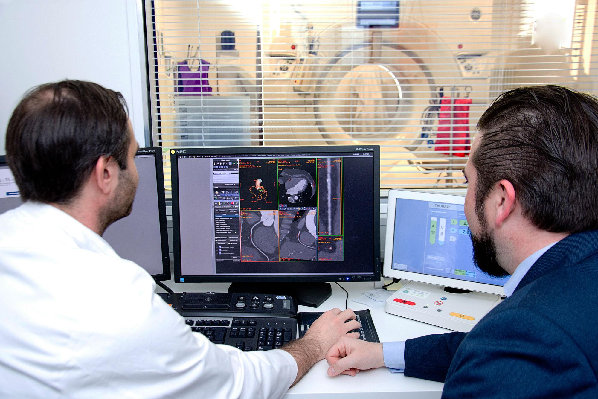 Weltpremiere am UKJ: Künstliche Intelligenz im CT